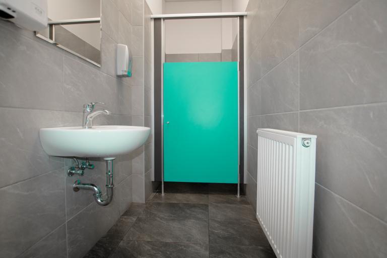 kabiny WC wysokie słupki