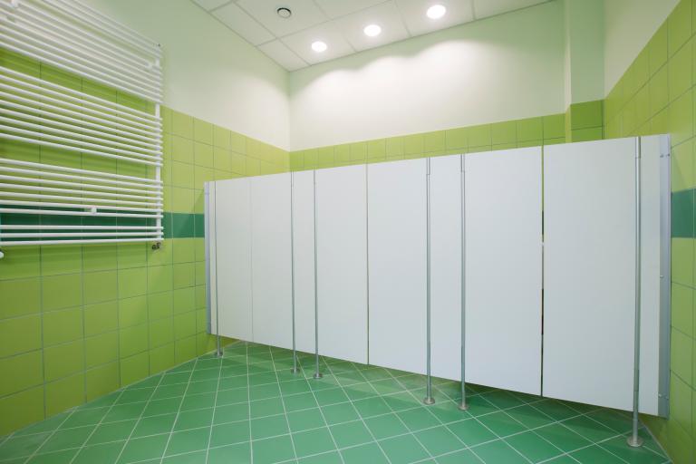Drzwi wahadłowe do kabin sanitarnych