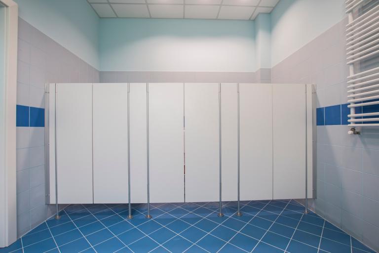 Drzwi wahadłowe do kabin wc